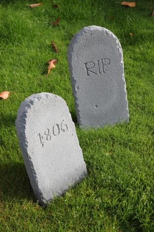 Halloween DIY Gravestones | Shelley Makes