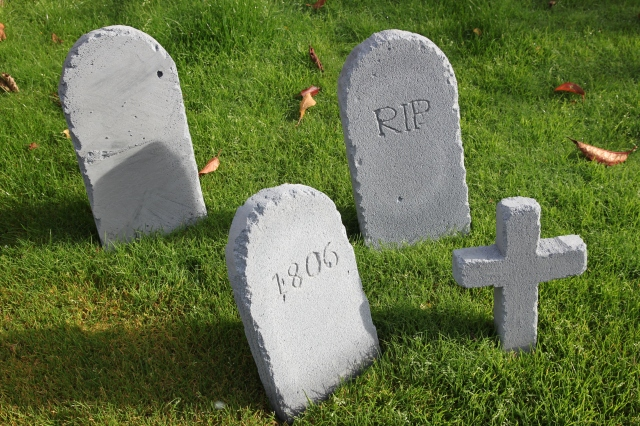 DIY Tombstones by Shelley Makes