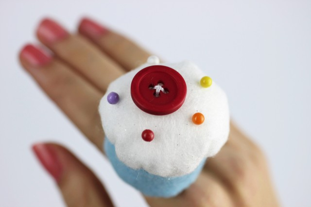 DIY cupcake pin cushion ring | Shelley Makes