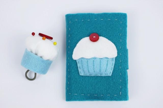 Cupcake felt needle book   Shelley Makes
