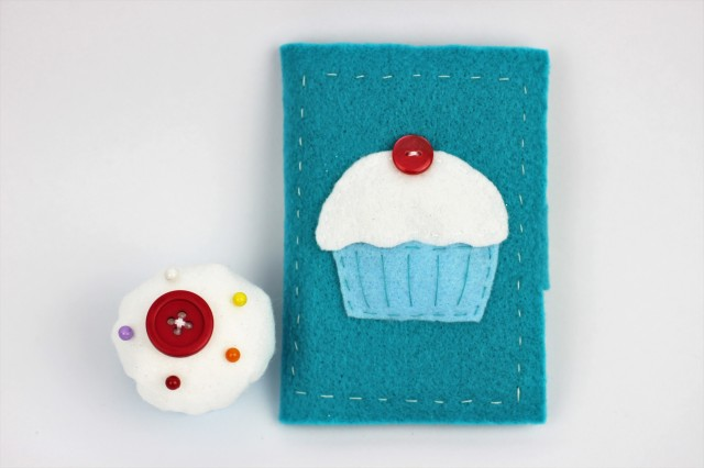 Cupcake felt needle book | Shelley Makes
