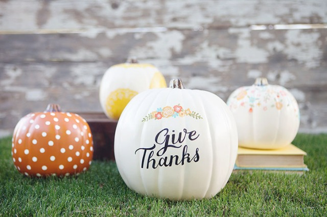 diy-hand-painted-give-thanks-pumpkin