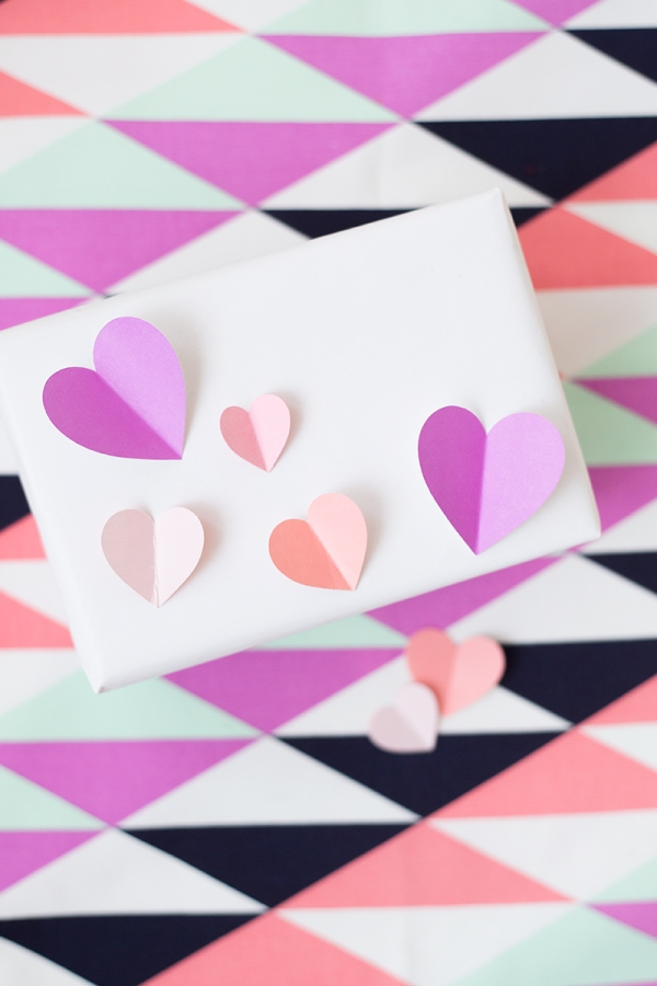 DIY-3D-Heart-Gift-Wrap3.jpg